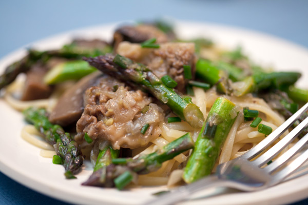 Morel and asparagus pasta